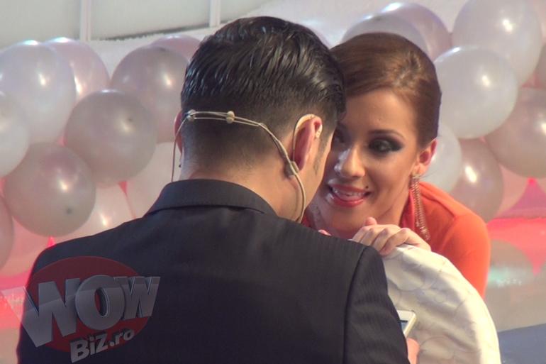 VIDEO SENZATIONAL! I-am prins in fapt? Liviu Varciu si Ana Maria Barnoschi se poarta ca doi indragostiti la Revelionul Kanal D! Urmareste aici imaginile exclusive!