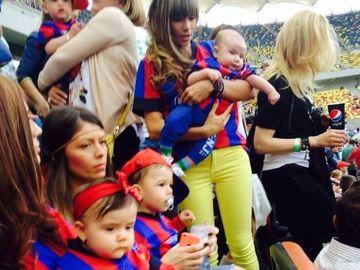 FOTO! Ce frumosi sunt mostenitorii lui Alex Chipciu, Ciprian Tatarusanu si Paul Pirvulescu! Micutii au facut furori pe stadion!