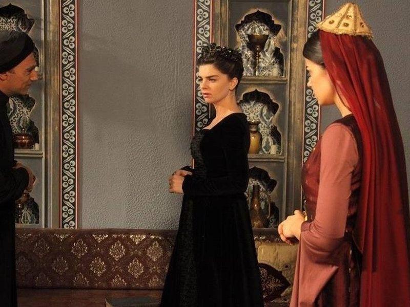 In ultimele episoade filmate din Suleyman, burtica lui Pelin se observa deja