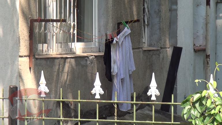 Video | Tatal Monicai Gabor a ajuns sa-si spele singur hainele la lighean! Cum se pregateste Emil de parastasul de un an de la moartea sotiei sale!