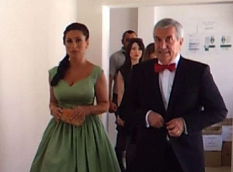 EXCLUSIV | Tariceanu, din nou tatic de baiat! Sotia fostului premier e insarcinata! Politicianul mai are doi baieti, din doua casatorii diferite