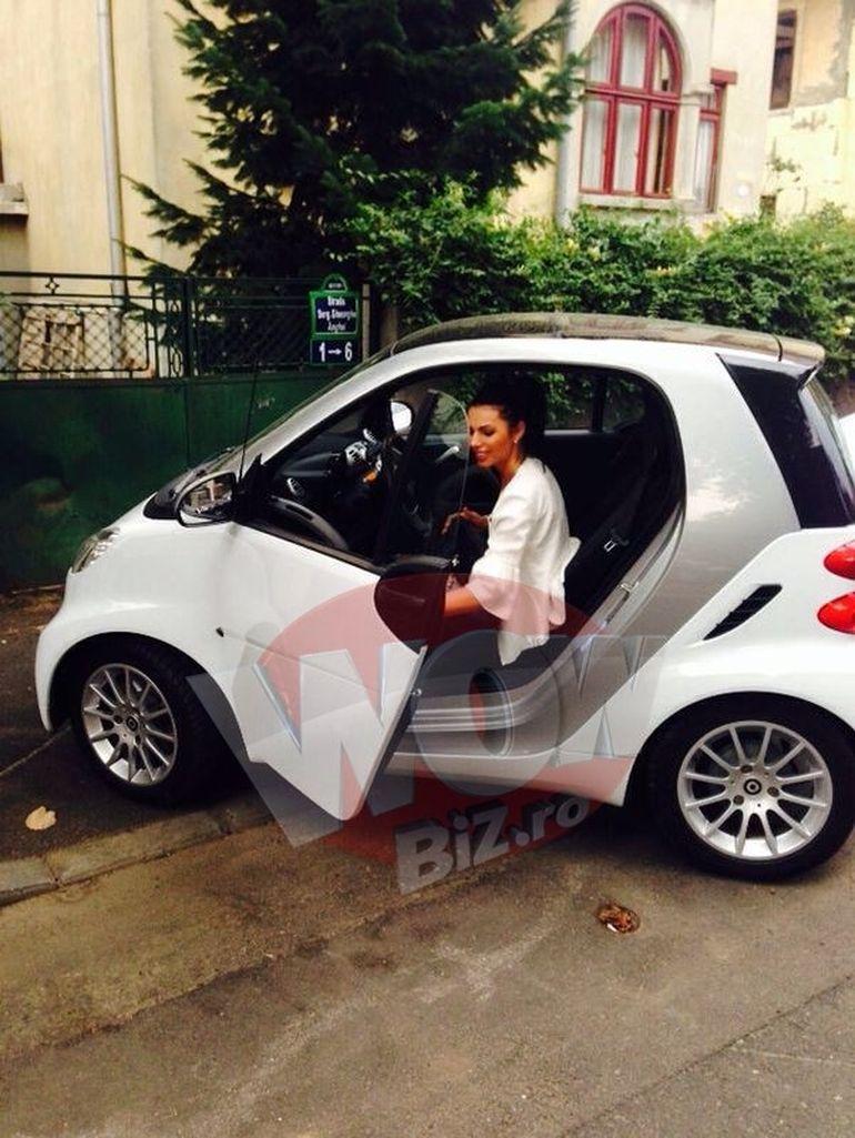 FOTO! De ziua ei a primit un cadou de 7.000 de euro! Ramona Lazuran conduce o masina noua