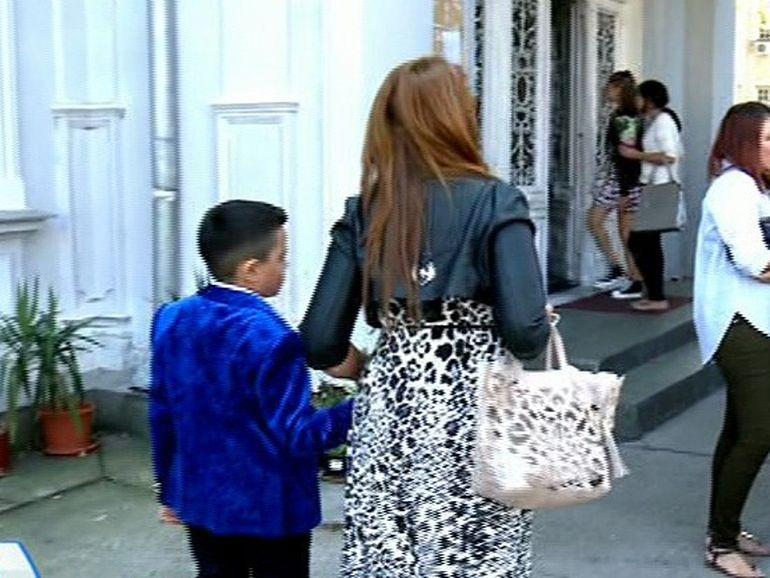 Ce spune Narcisa despre modul in care l-a imbracat pe Alberto in prima zi de scoala: