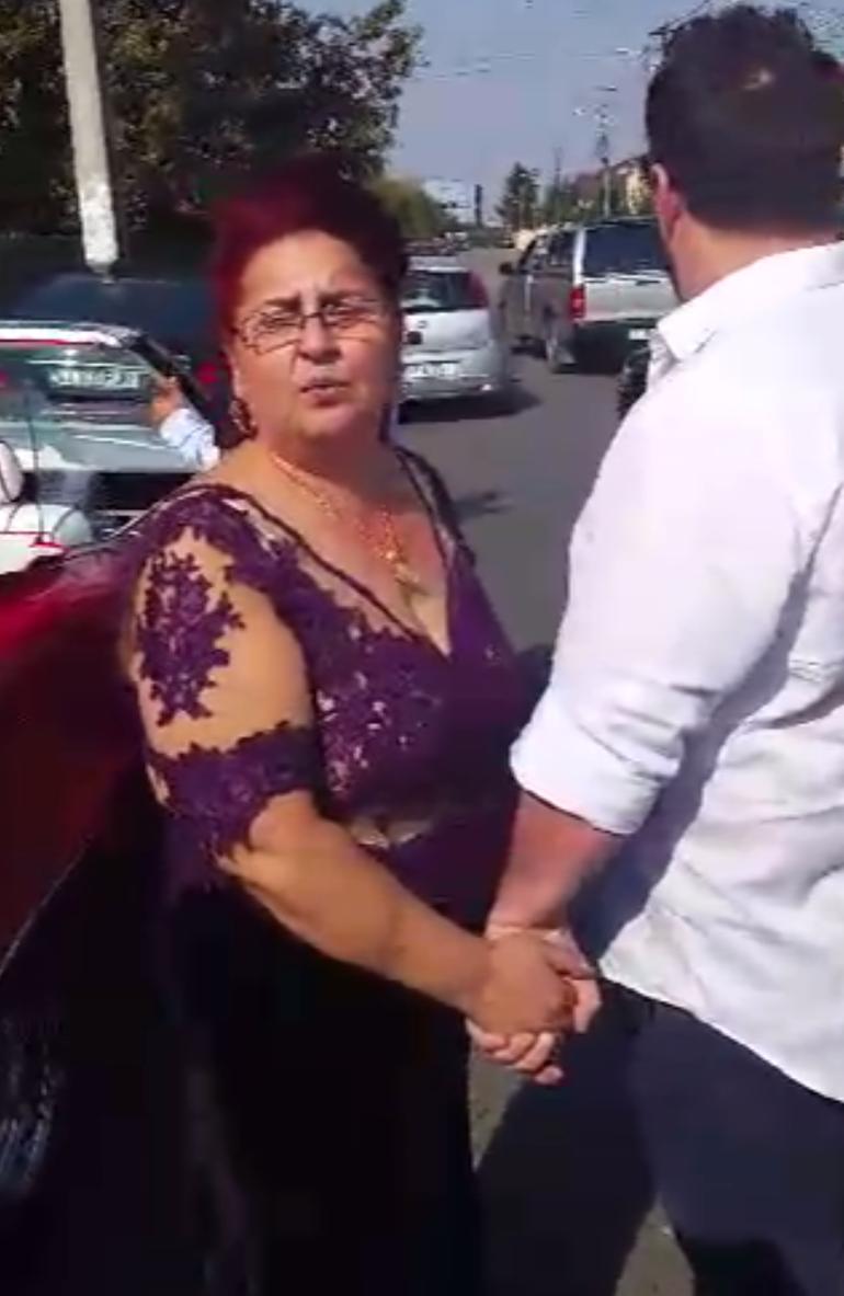"""VIDEO! Imagini spectaculoase cu mama lui Connect-R! Tanti Mihalache si-a tras rochie """"transparenta"""" si are ditamai lantul de aur la gat! Nici nu zici ca vindea ziare inainte!"""