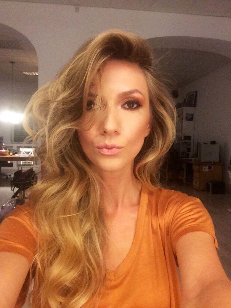 Adela Popescu cu un nou look la inceput de toamna: