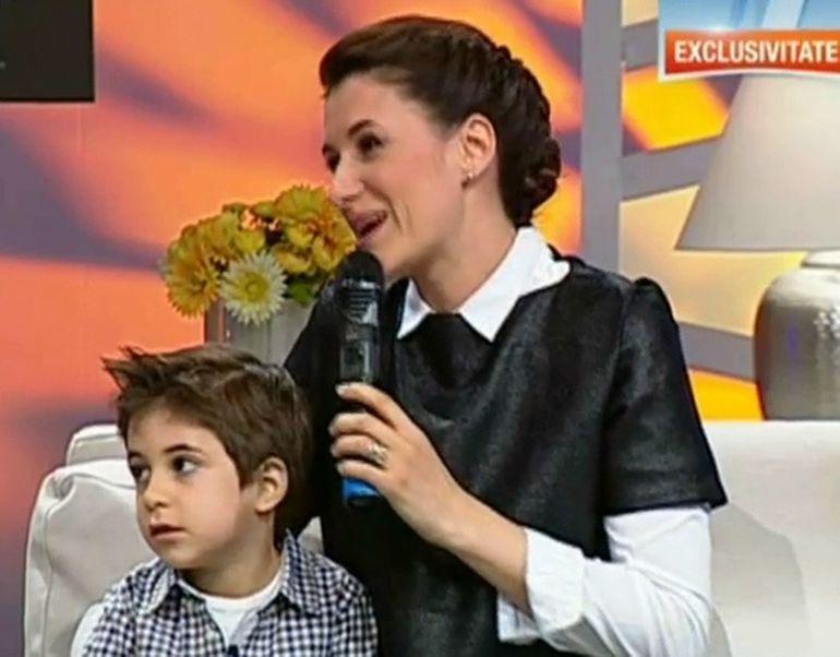 Uite ce frumos este baietelul Iulianei Tudor! Are 4 ani si isi doreste sa devina regizor - E o scumpete