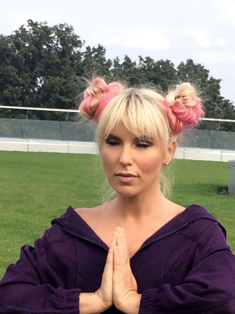 Corina Bud s-a apucat de yoga: