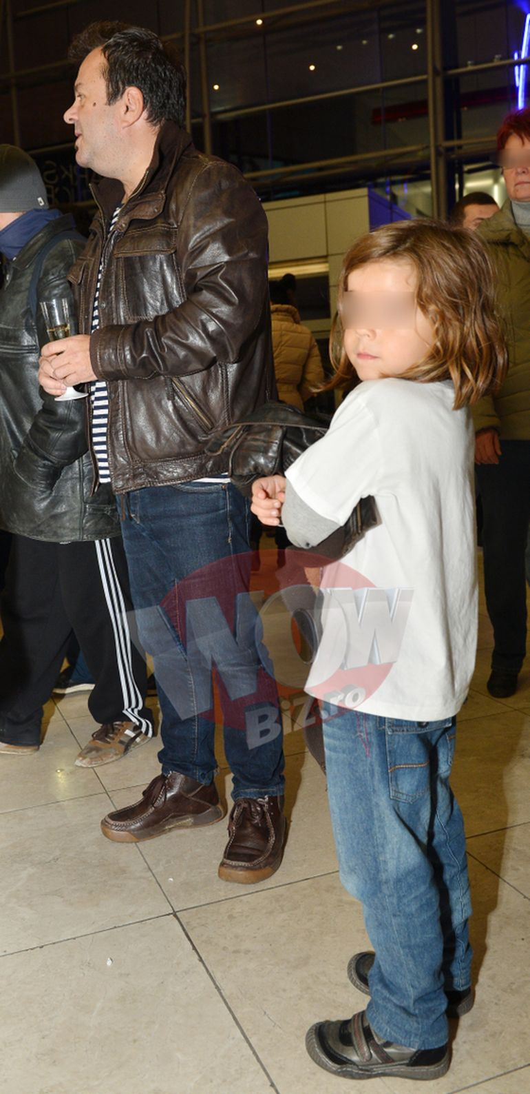 Pe el il vezi mereu la televizor, dar pe fiul lui, nu! Dragos Mostenescu isi transforma juniorul intr-un… tip monden!