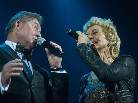 Trupa BZN va fi tratata romaneste dupa concertul de la Bucuresti! Anny si Jan vor incerca la cina festiva mancarurile traditionale de… Sarbatori
