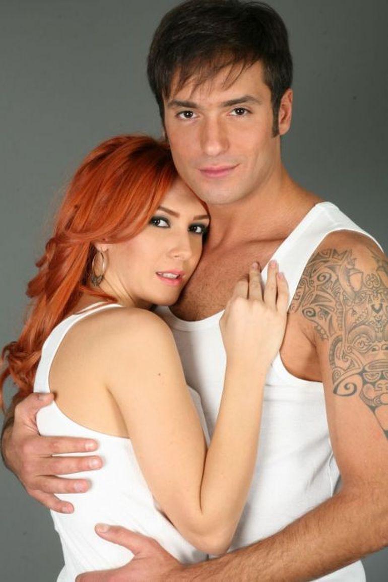 Adela Popescu nu ii pregateste niciodata cine romantice iubitului ei!