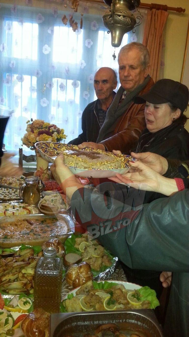 Cate bunatati a pregatit Anca Pandrea in memoria iubitului ei, Iurie Darie! Uite ce pomana a facut acasa