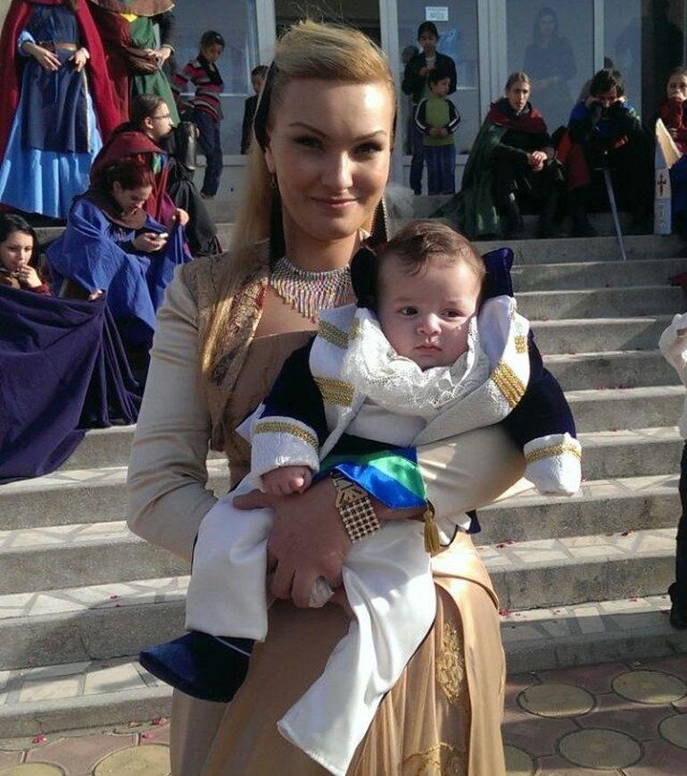 FOTO| Ce frumoasa este fiica fostului Rege al rromilor Florin Cioaba! E blonda si tare sexy