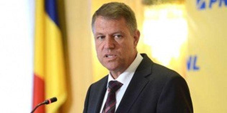 FOTO EXCLUSIV | Asta-i fotografia de la care a inceput nebunia in Romania! Presedintele Iohannis chiar este