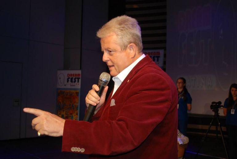 Ce umilinta! Clujenii au facut petitie si au reusit s-o schimbe din postura de prezentator pe Bahmu! Sotia lui Prigoana a fost inlocuita la Balul Operei de Corina Chiriac! Vezi cand s-a intamplat asta!