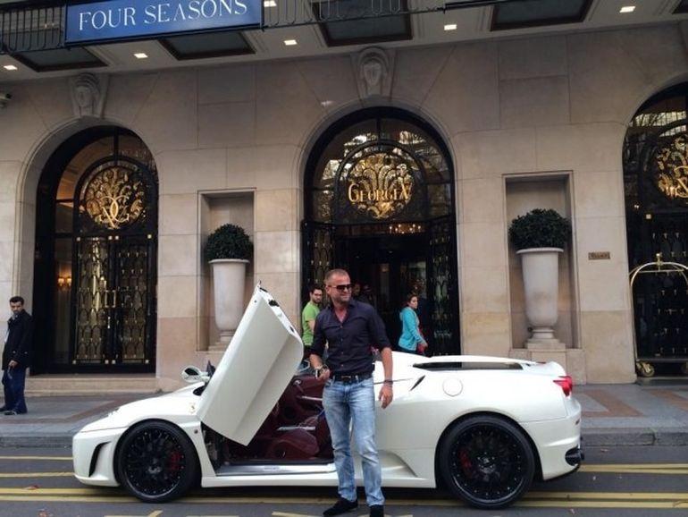 VIDEO! Patrick Specialu', milionarul roman care a uluit Parisul, si-a indeplinit visul si a jucat intr-un videoclip! A filmat intr-un avion privat si a purtat un ceas de 40.000 de euro