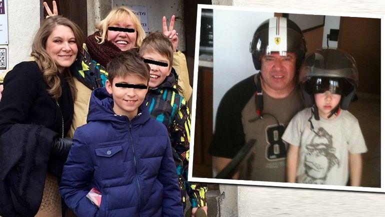 FOTO! Si-a revenit! La aproape un an de la moartea tatalui sau, Albert Iovan rade din nou! Romanita si-a dus fiul la Sibiu, unde o prietena de familie le-a pus coarne la poza!
