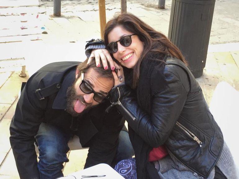 FOTO Cumnatii Andreei Esca isi fac poze trasnite pe strazile Parisului! Uite cum s-au fotografiat Melanie Eram si sotul ei!