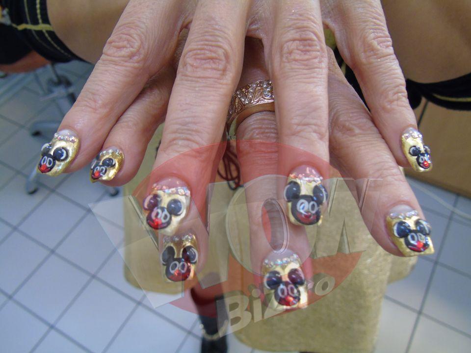 WOW! Uite ce unghii si-a facut Daniela Gyorfi pentru Revelion - Nici nu poti sa te uiti la ele