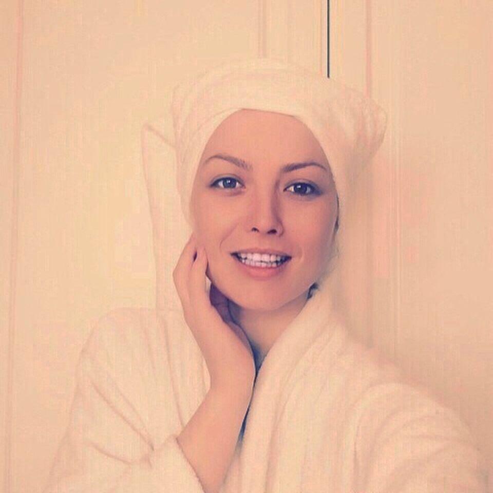 Uite cum arata Elena Gheorghe proaspat iesita din dus! Iti place?