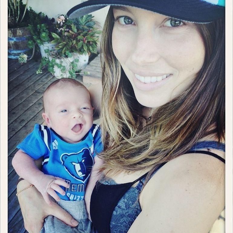 Prima poza cu fiul lui Justin Timberlake si al Jessicai Biel! Micutul Silas este adorabil!