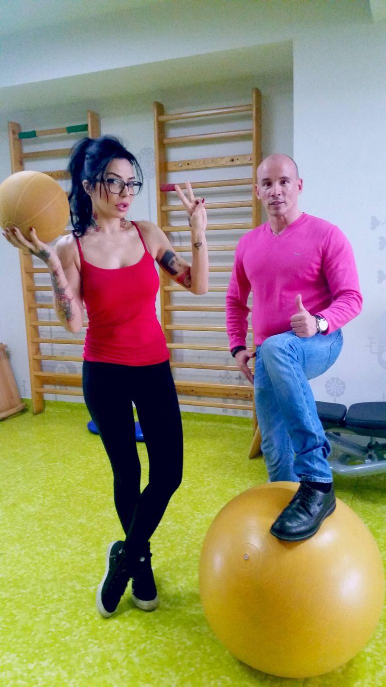 DJ Wanda se recupereaza cu fizioterapie si aqua gym dupa operatia la coloana
