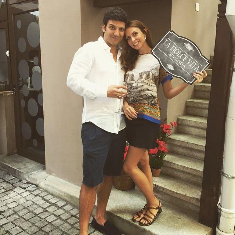 EXCLUSIV! Bucurie uriasa in familia uneia din cele mai bogate femei din Romania! Fata cea mica a Cameliei Sucu este gravida si va naste in toamna! WOW, viitoarea bunica arata de senzatie!