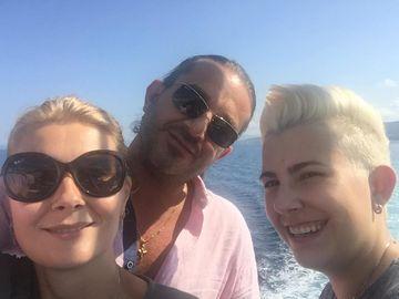 Primele imagini cu Alessandra Stoicescu din vacanta! Prezentatoarea TV se bucura de soare cu sotul ei!