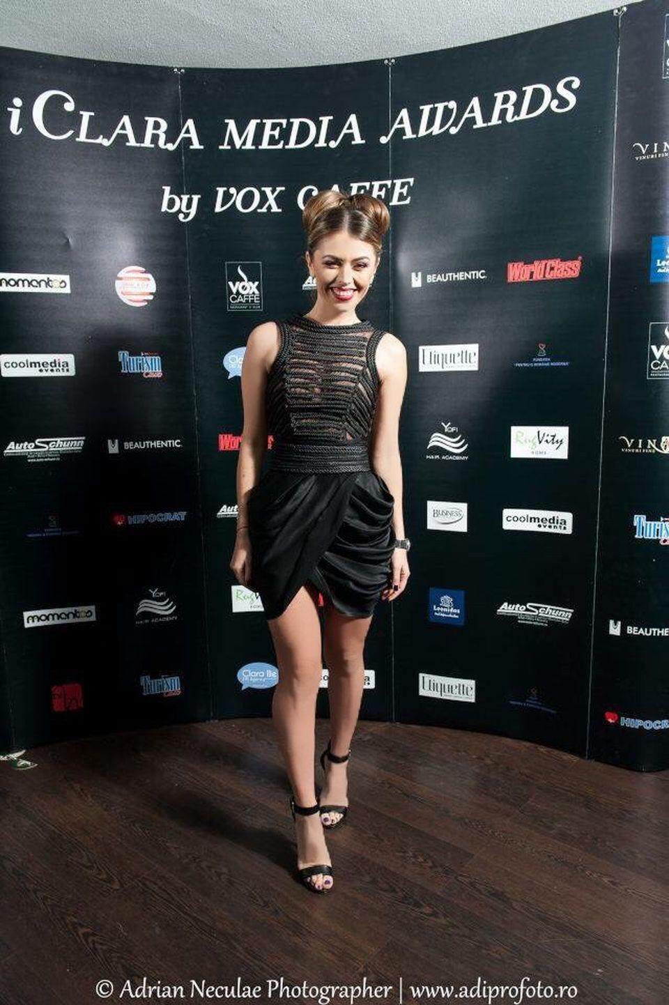 EXCLUSIV! Ana Gheorghe este o blogger-ita de succes! Sora Elenei Gheorghe a primit un premiul pentru blogul ei! A purtat o rochie super sexy la eveniment!