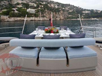 EXCLUSIV! FOTO SENZATIONAL! Milionarul Remus Truica s-a judecat cu sotia sa pentru iahtul de 7 milioane de euro din Caraibe! Dupa un proces de un an, Irina a ramas cu vasul de pe urma caruia castiga 25.000 de euro pe saptamana!