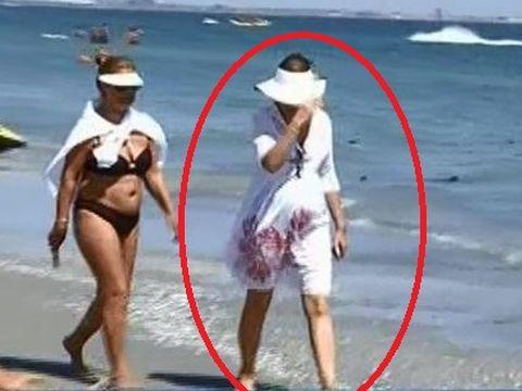 Imagini UNICE cu Mihaela Geoana pe litoral! Ea a crezut ca a trecut neobservata, dar paparazzii au fost pe faza!