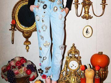 Fetita lui Ingrid Vlasov a facut o obsesie pentru brose! Noelle poarta bijuteriile cum nu s-a mai vazut!