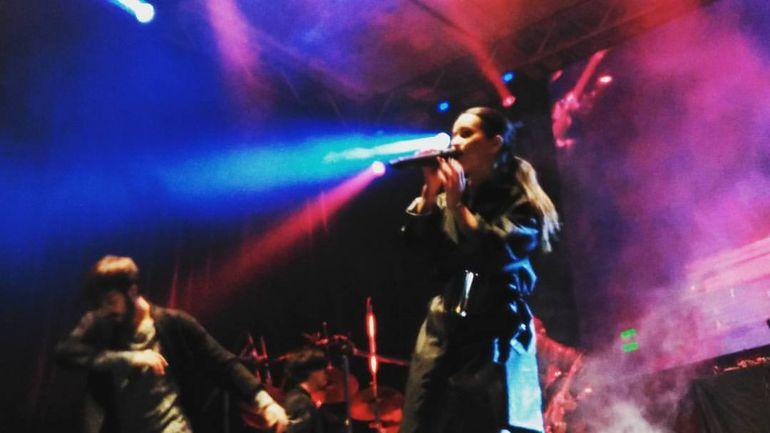 Video | Inna, super concert la un mall din Capitala! Cantareata a purtat o tinuta neagra