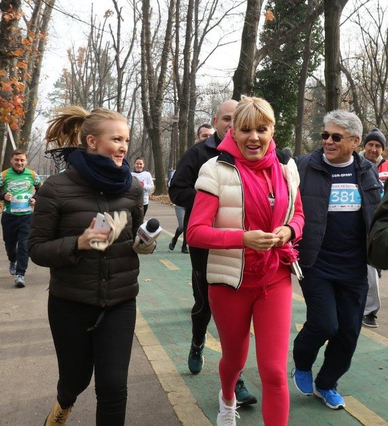 Elena Udrea, asa cum n-ai mai vazut-o, la fuga, prin Herastrau! Cu un trening roz, blondina din politica a atras toate privirile