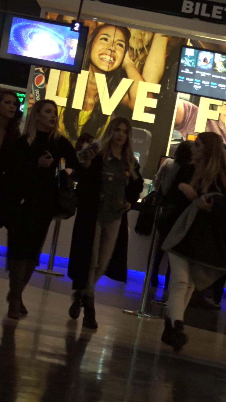 VIDEO EXCLUSIV! Lidia Buble, la mall cu fetele! Au purtat cele mai haioase ghiozdane!