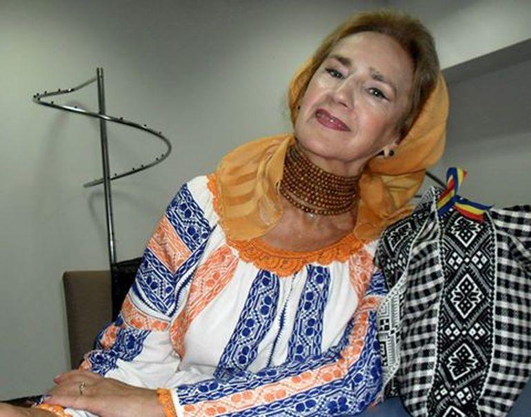 Incredibil cat de bine poate sa arate Sofia Vicoveanca la 75 de ani! Nu are NICIO operatie estetica! Doamna folclorului bucovinean e aproape neschimbata fata de cum arata in tinerete, iar imaginile comparative demonstreaza acest lucru VIDEO
