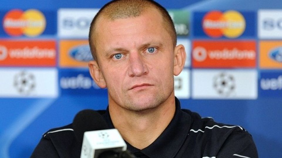 Dorinel Munteanu s-a ingrasat enorm de cand are probleme si in cariera, si pe plan personal! Divortat si fara contract, fotbalistul cu cele mai multe selectii din istoria nationalei e de nerecunoscut! FOTO
