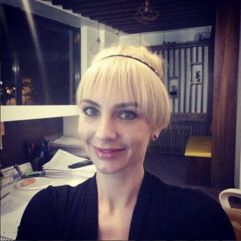 Adina Bourceanu, maestra a deghizarilor! Iti place cum ii sta cu peruci? Foto!