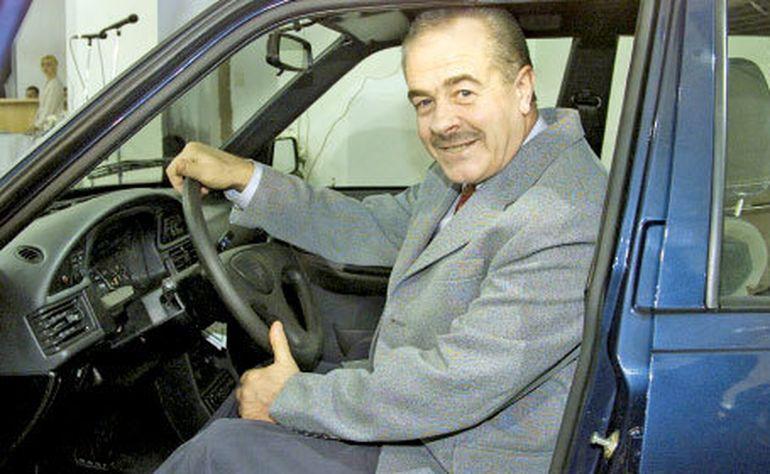Sute de romani il plang! Constantin Stroe, fostul director al uzinei Dacia, a fost condus marti pe ultimul drum