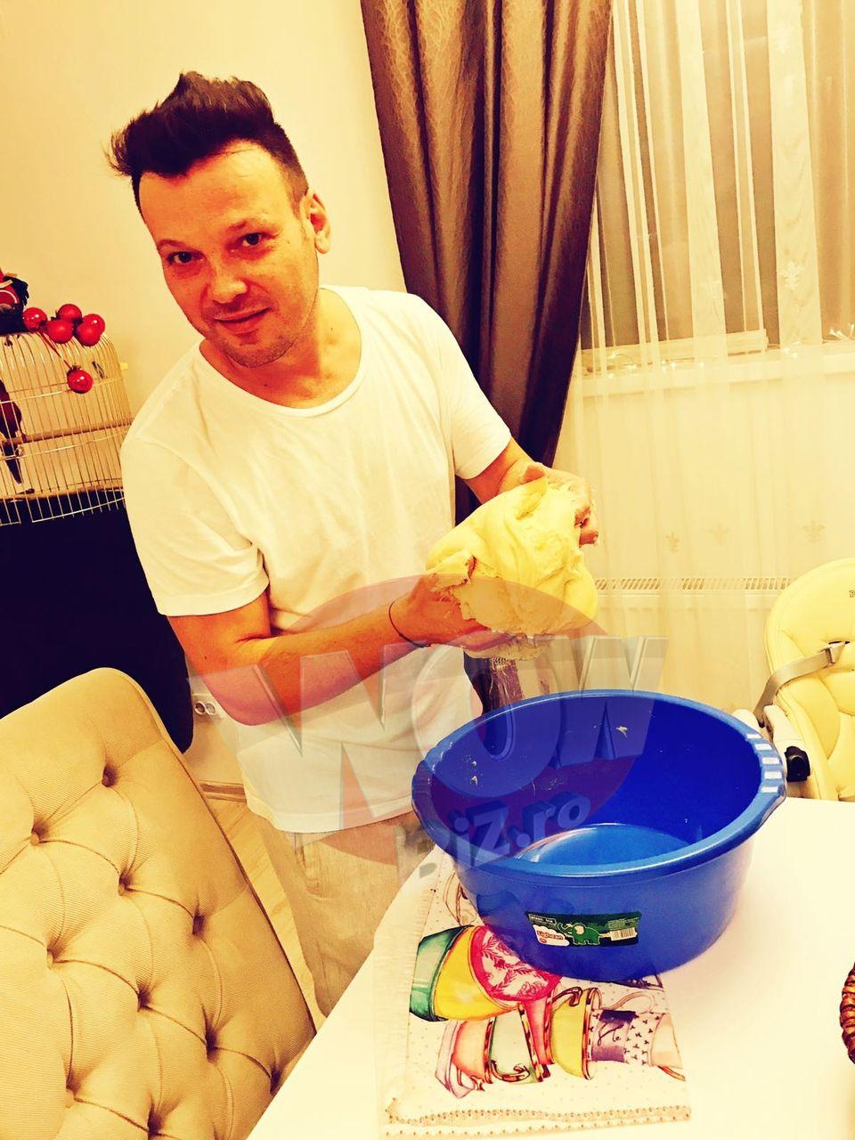 Dan de la Fly Project, la cratita! Artistul si-a ajutat sotia la framantat cozonaci! FOTO EXCLUSIV!