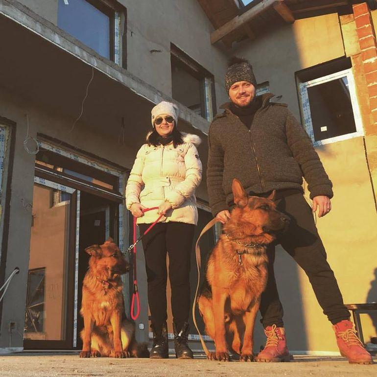 Gabriela Cristea si Tavi Clonda au iesit la plimbare in...patru!
