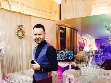 Tinuta extravaganta cu care afaceristul Nicusor Stan a intors toate privirile la targul de nunti