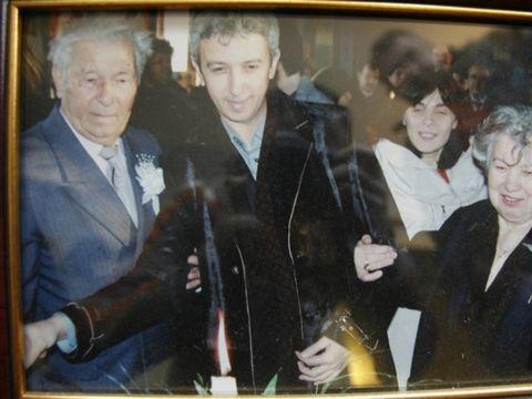 De cand i-a murit tatal, Dan Diaconescu s-a asigurat ca mamei sa nu-i lipseasca nimic! Cu toate acestea, singuratatea o darama pe femeie! Afla detalii