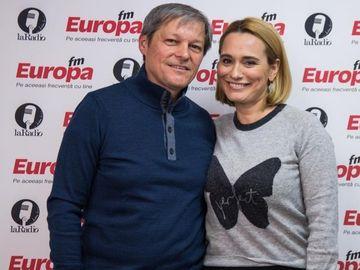 """Andreea Esca, intrebare fara perdea pentru Dacian Ciolos! """"Cand faceti sex?"""" Fostul premier a dat un raspuns savuros"""