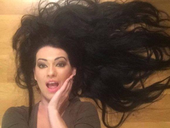 Silvia de la Vegas, dans din fund, cu burta la gura! Uite ce facea cantareata cand era insarcinata in 9 luni – Video!