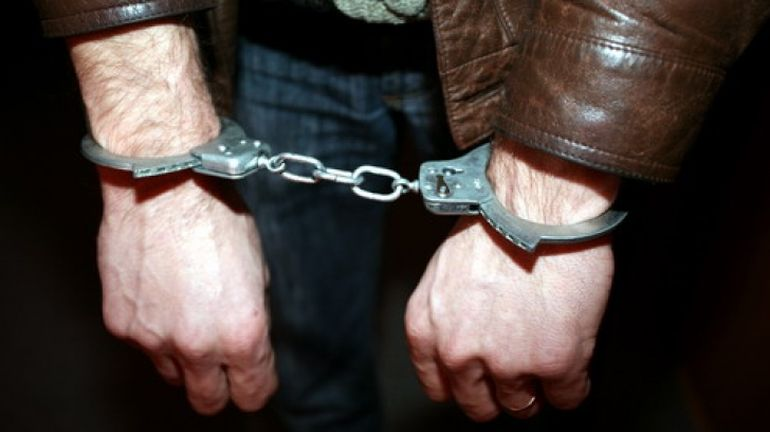 Incredibi! Un cantaret celebru a fost arestat dupa ce a sarit la bataie! Nimic nu ii explica reactia