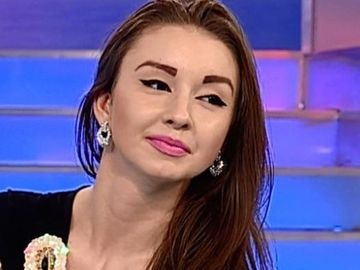 Fiica cea mica a lui Vadim Tudor, aparitie neobisnuita. Jeni a ras in hohote si pare mai fericita ca niciodata