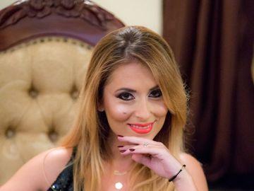"""Cutremurator! Drama traita de o tanara actrita de la Teatrul """"Constantin Tanase""""! Sotul ei a murit pe scena, alaturi de ea! Bianca Sarbu canta, rade si danseaza, insa sufletul ei plange! A ramas vaduva la numai 34 de ani"""