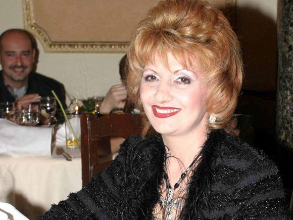 VIDEO Imagini nedifuzate cu Ileana Ciuculete de la ultimul Revelion! Regretata artista a petrecut pe scena trecerea dintre ani, a cantat sarbe si a vorbit despre sanatate!