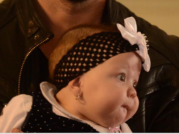 Cosmarul prin care a trecut Bianca Dragusanu cu fetita ei bolnava! Declaratii incendiare ale divei despre modul in care s-a plimbat de la o usa la alta la spitalul din Hunedoara, iar micuta sa nici nu mai putea sa respire