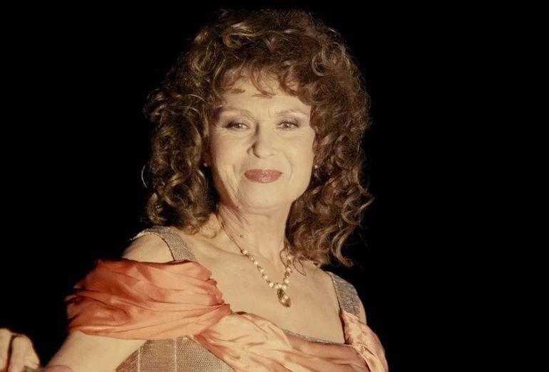Femeia care s-a casatorit cu fostul sot al Angelei Similea este foarte fericita cu Jan Hilgen! Daca Angela Similea s-a mutat in America, Sanda se multumeste cu excursii in Delta!